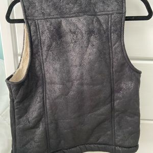 BB Dakota black and cream Sherpa vest